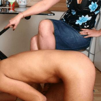 Sexy mistress in cerca di ragazzo obbediente da dominare
