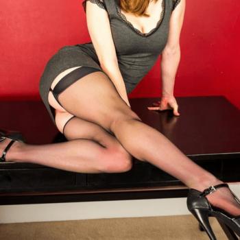 matura capelli rossi amante del sesso in lingerie e tacchi